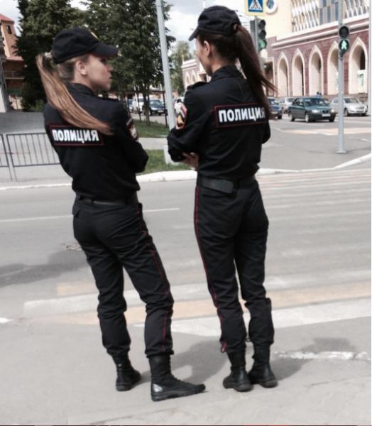 Пользователи соцсетей пришли в восторг от девушек-полицейских из Казани