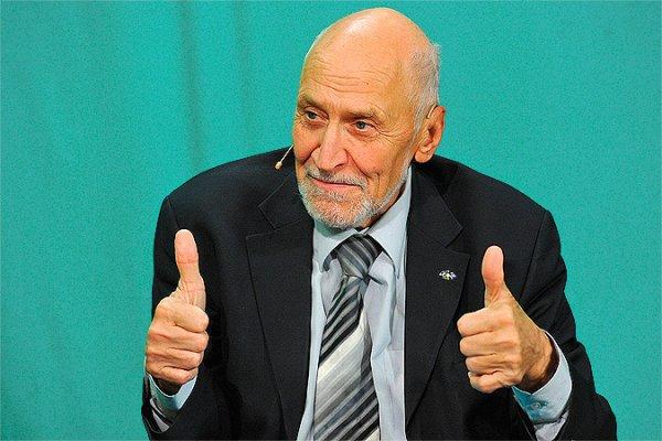 Николай Дроздов принимает поздравления в честь 80-летнего юбилея