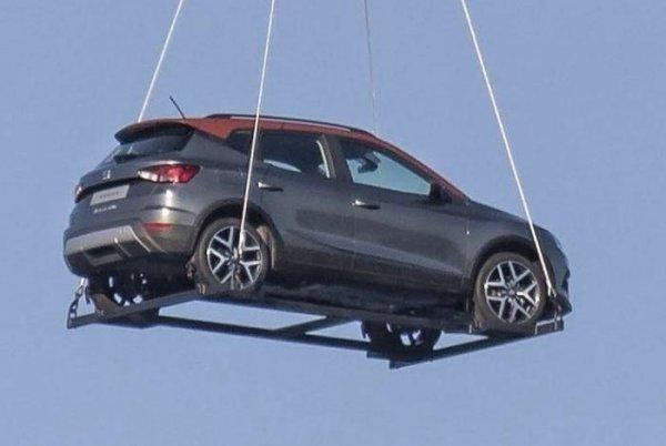 Новый SEAT Arona сфотографировали в небе над Испанией