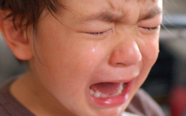 Психологи назвали фразу, которая остановит истерику ребенка