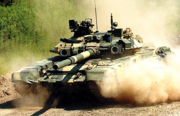 В Сети появилось видео погони танка Т-90 за террористами в Сирии