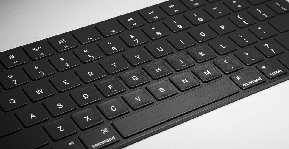Администрация Перми покупает серебристый компьютер за450 тыс. руб.
