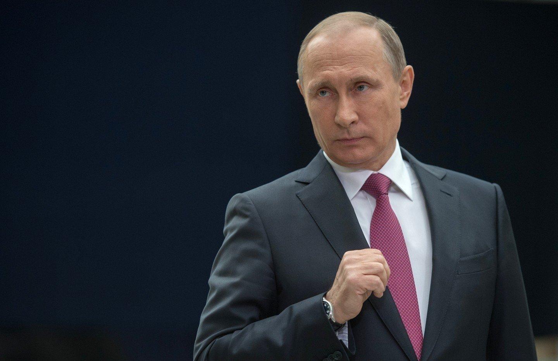 Путин подписал закон оновых госпошлинах всфере оборота оружия