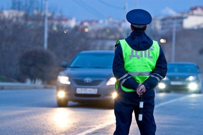 Сотрудника ГИБДД вСамаре подозревали впопытке получить взятку скважиной
