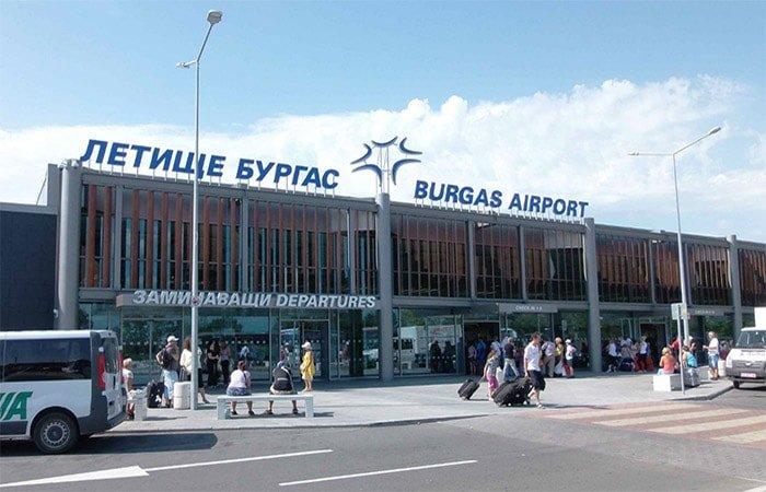 В Бургасе застряли 250 российских туристов по вине компании Bulgaria air