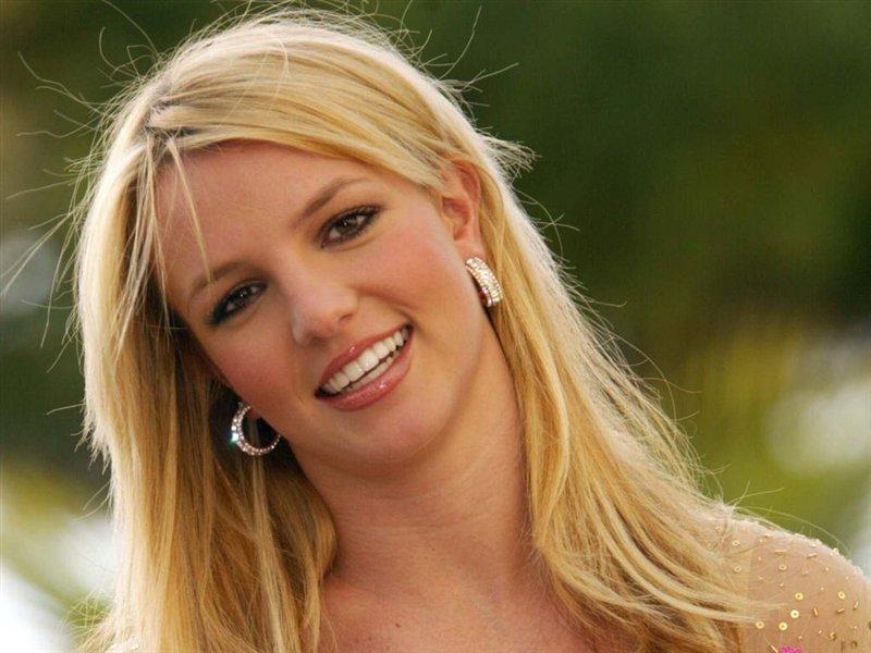 Попытка уединения с Творцом: Бритни Спирс уСтены плача