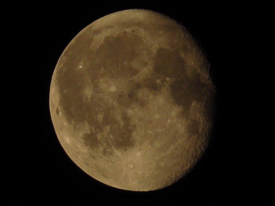 Старинная Луна обладала сверхплотной атмосферой изпаров металлов