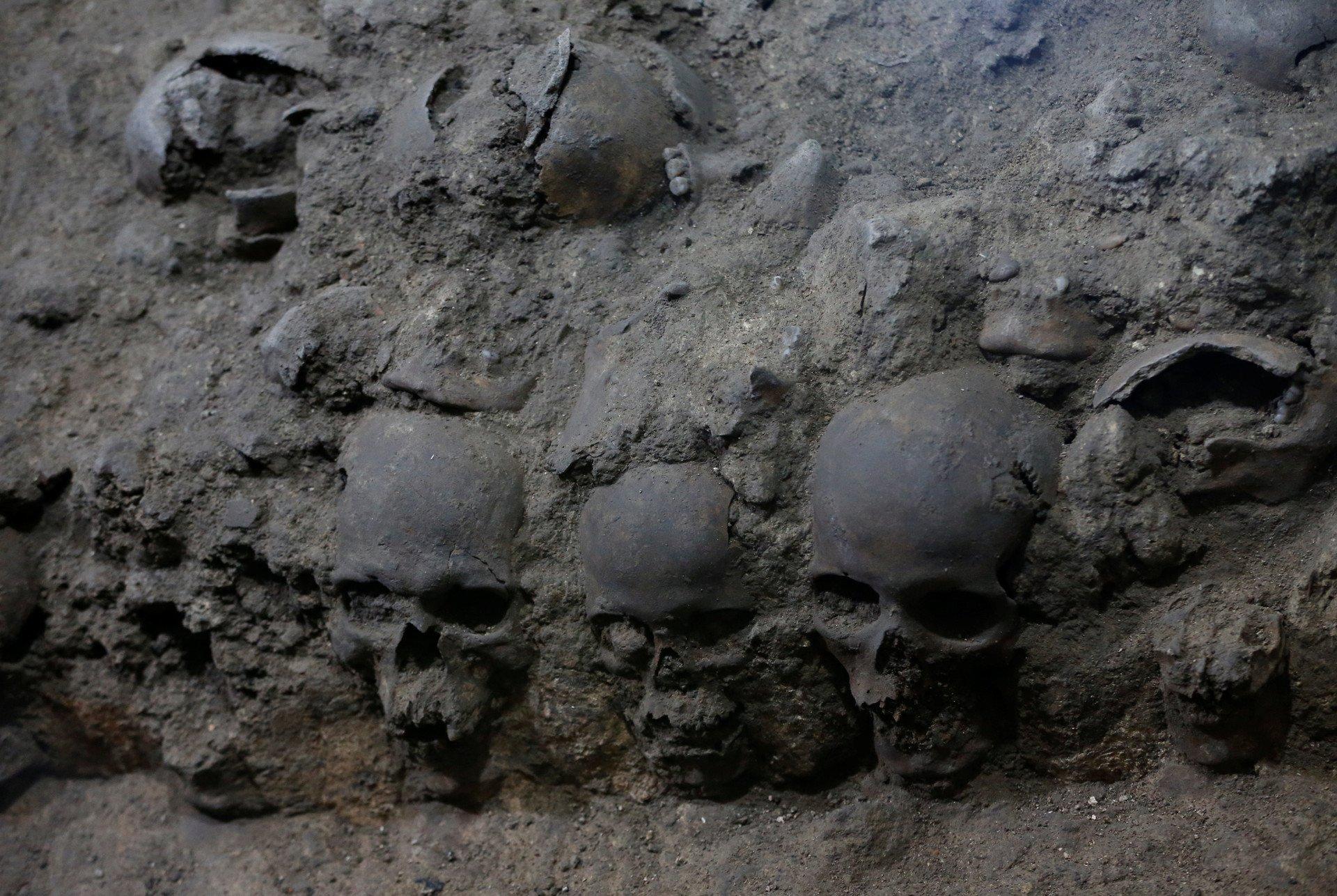 ВМехико откопали подземную вышку из650 человеческих черепов