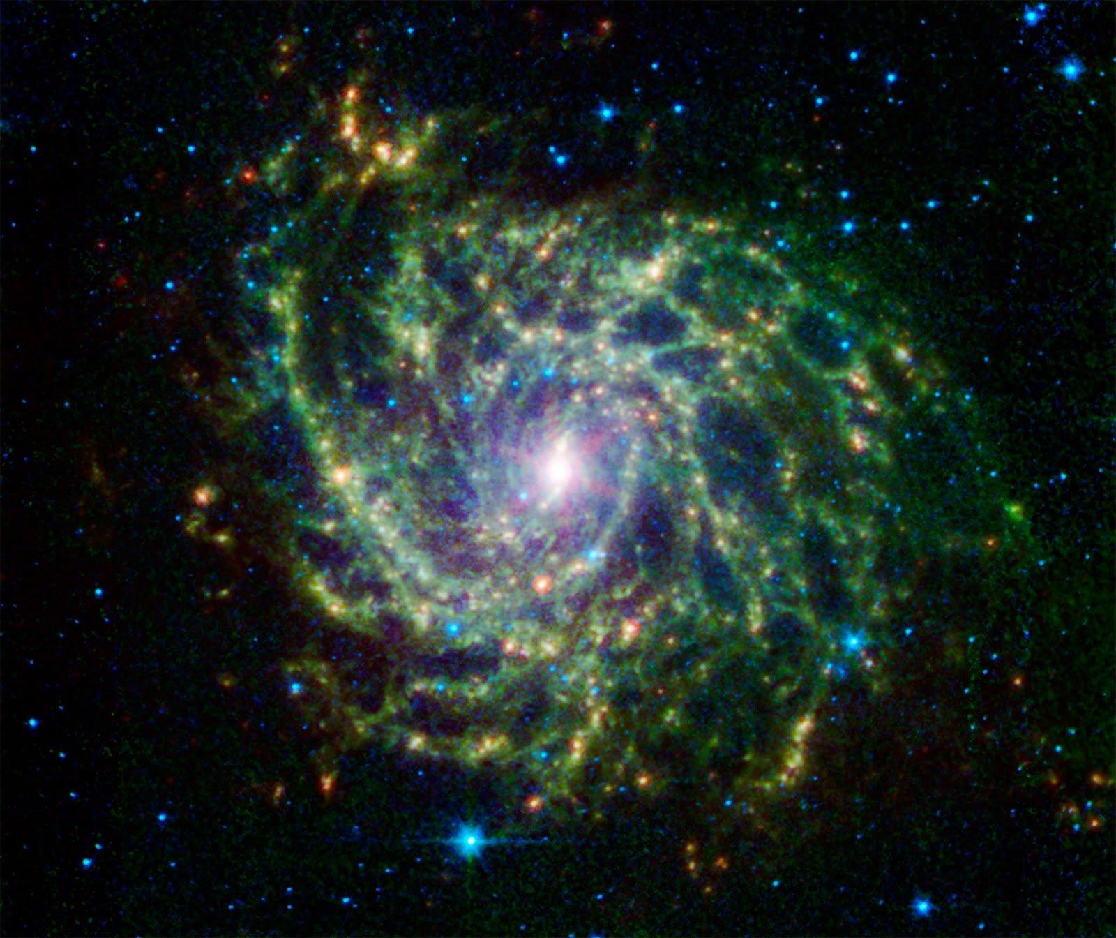 Телескоп Hubble нашел «спрятанную» галактикуIC 342