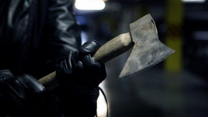 В российской столице злоумышленники изрубили тесаком иномарку