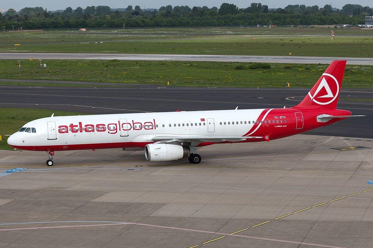 Самолет поломал стойку шасси вовремя буксировки вКазани