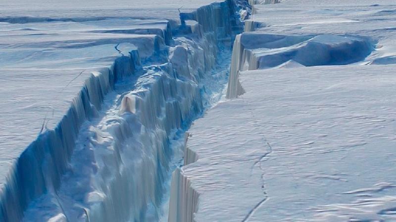ВАнтарктиде NASA сделали фотографии  образования самого большего айсберга