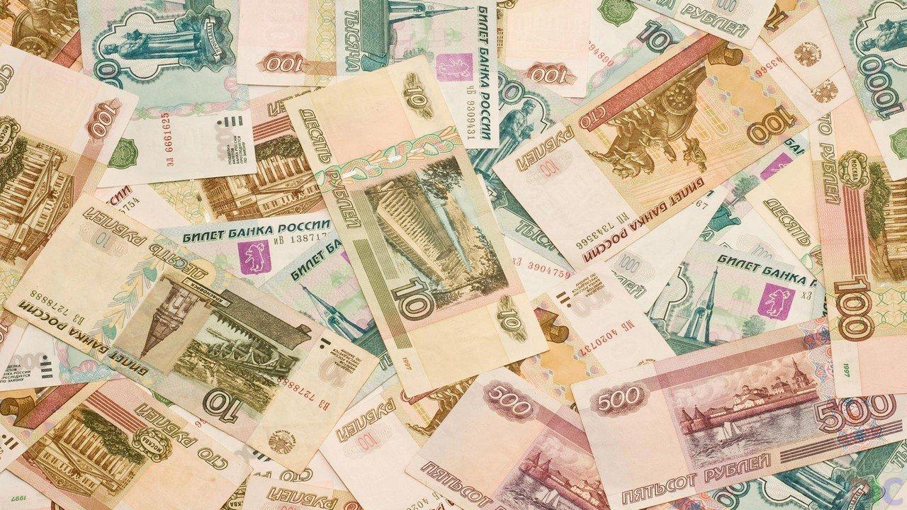 ЦБРФ назвал причины уменьшения курса рубля летом