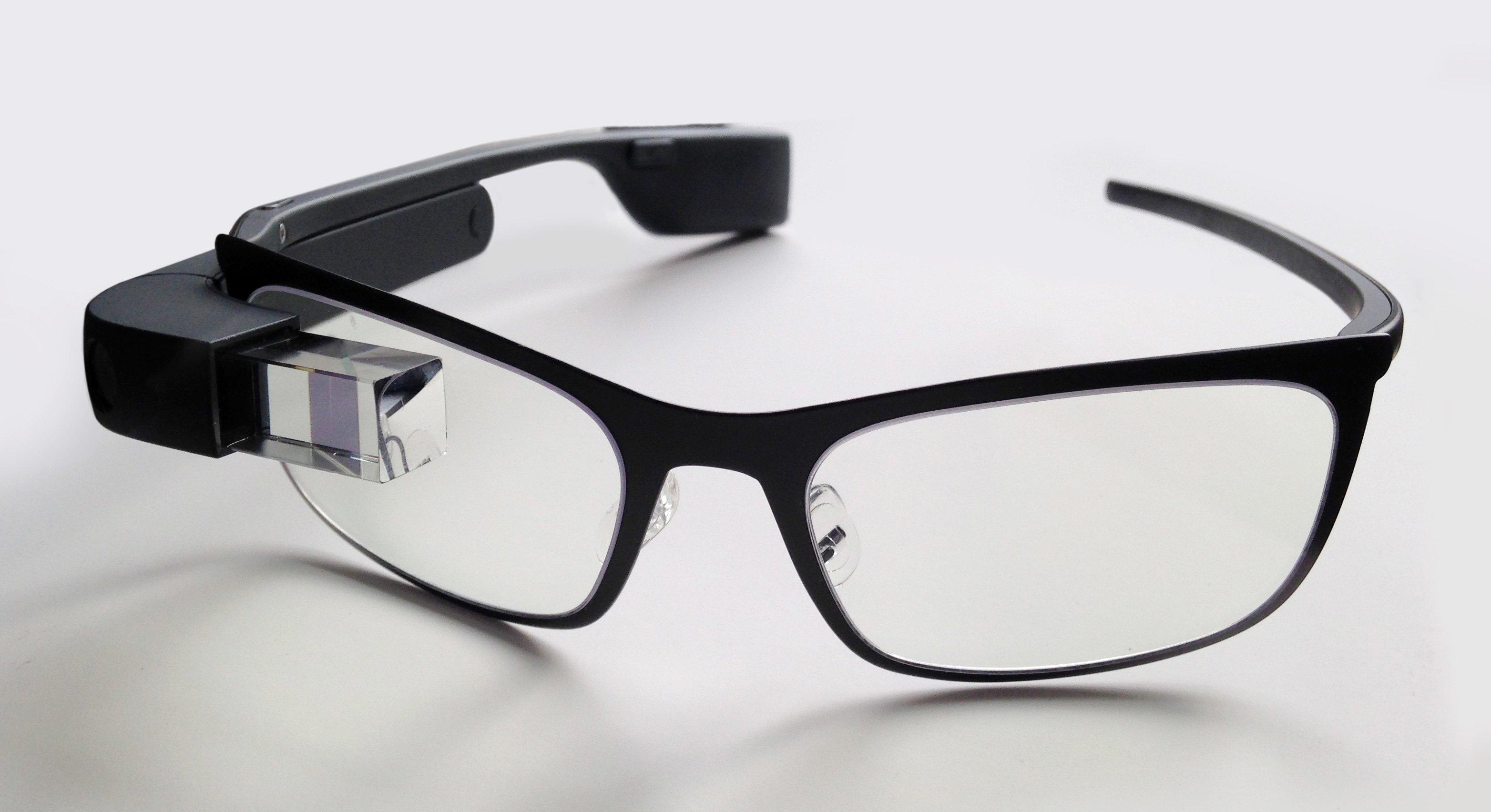 Компания Google возвратила наприлавки очки Google Glass