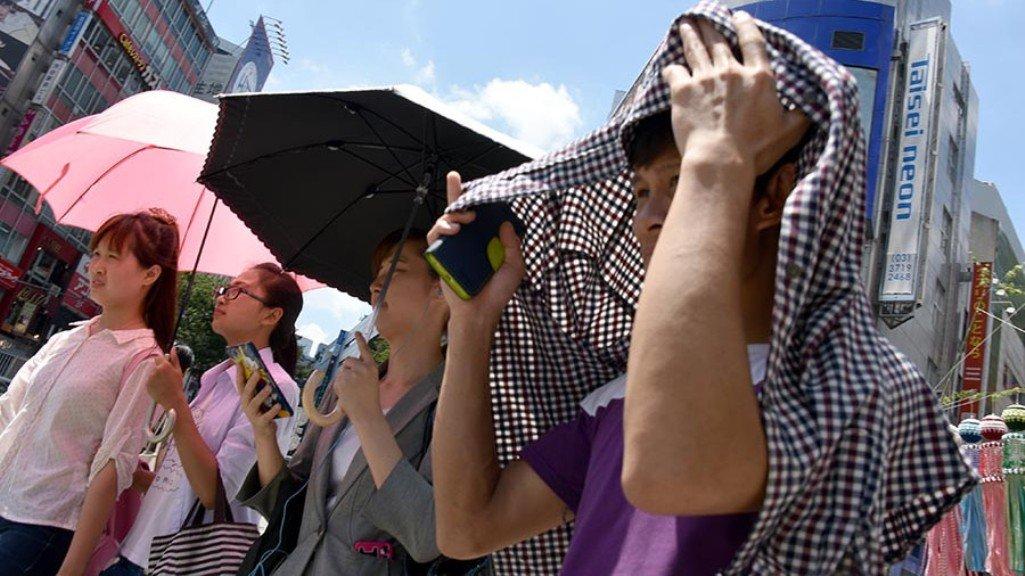 ВЯпонии из-за сильной жары скончались шесть человек, тысячи отправлены вбольницу