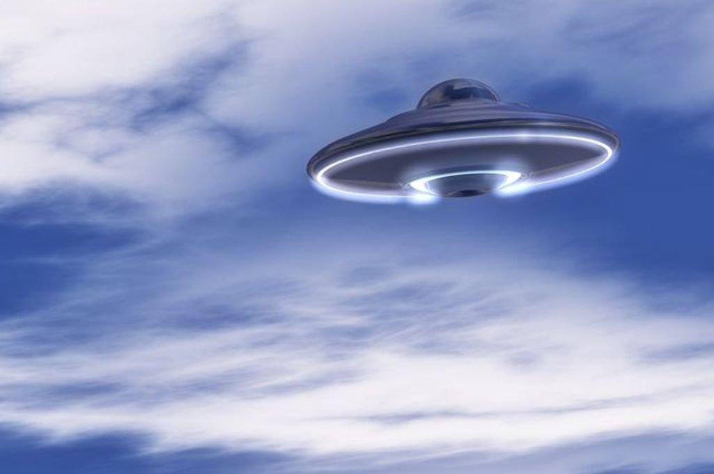 НЛО впрямом эфире: камеры МКС показали приближение корабля пришельцев