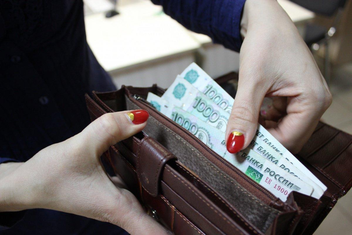 Настоящие доходы граждан России летом показали нулевую динамику вгодовом выражении