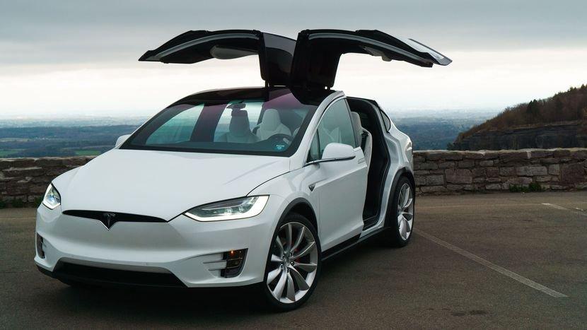 Объем продаж новых электрических авто в РФ упал на16% — провал электрокаров