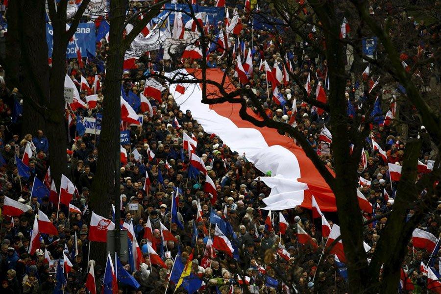 Около 50 тысяч жителей Варшавы протестуют против судебной реформы