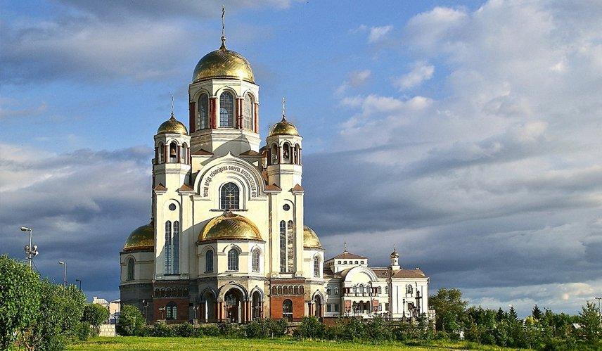Братия Афонского монастыря дарит Екатеринбургу список чудотворной иконы Георгия Победоносца