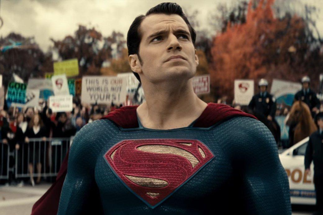 ВWarner Bros. при помощи  компьютеров «сбривают» усы Супермену