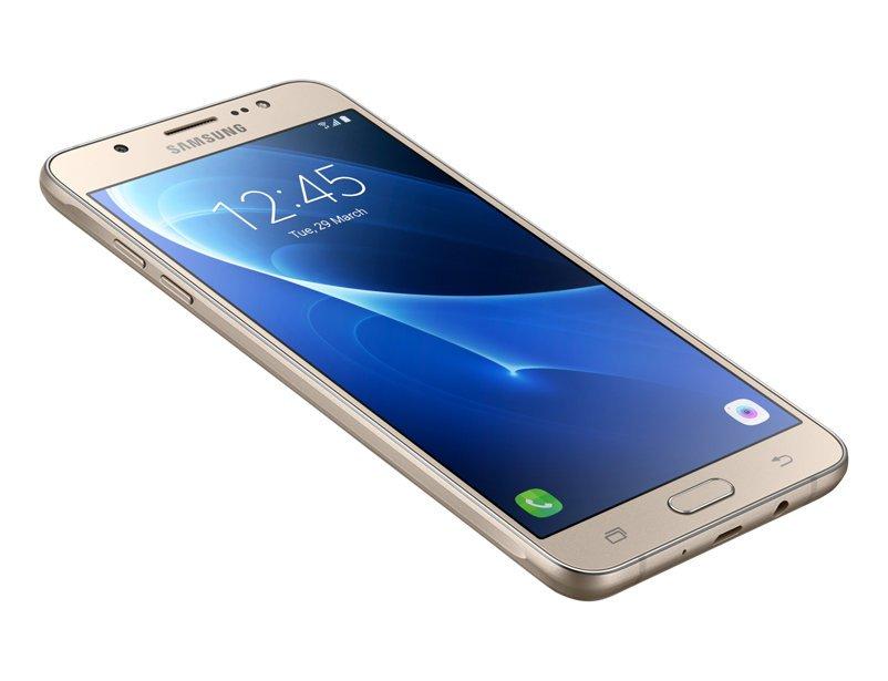 Samsung рассказала о флагмане Galaxy J7 Nxt