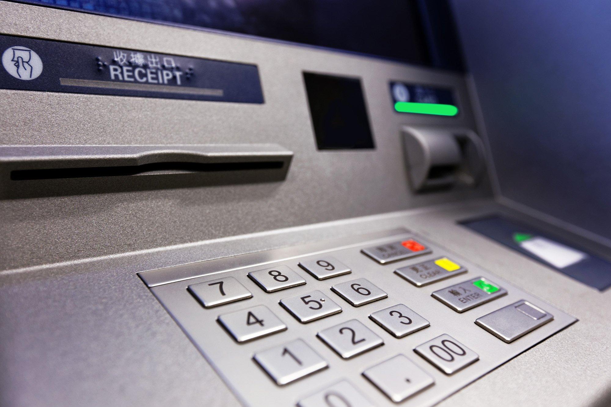 Практически 4,5 млн. украли избанкомата вТРК наЭнгельса