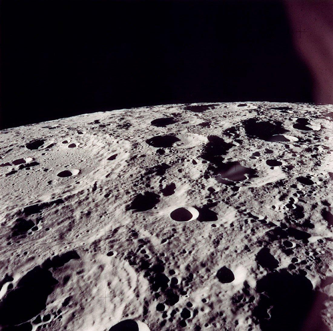 Внедрах Луны отыскали воду