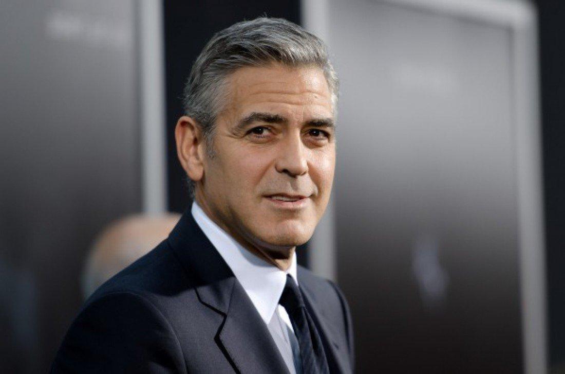 Джордж Клуни пообещал засудить журнал запубликацию фото его детей