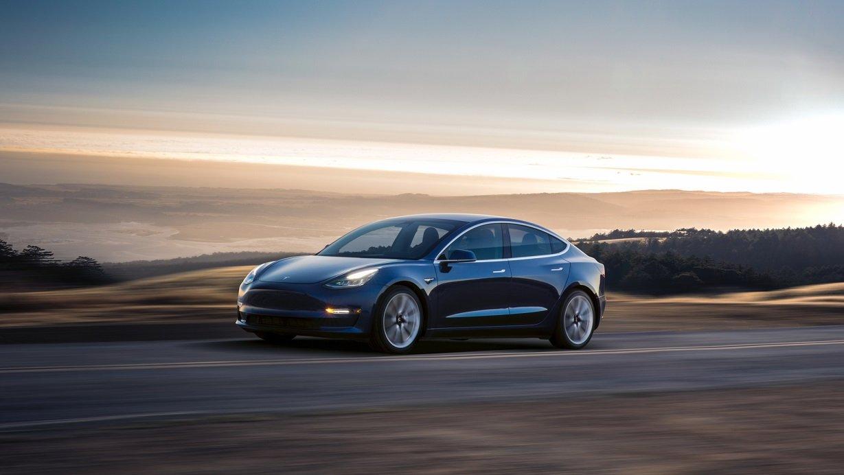 В 2018 году дебютирует заряженная версия Tesla Model 3