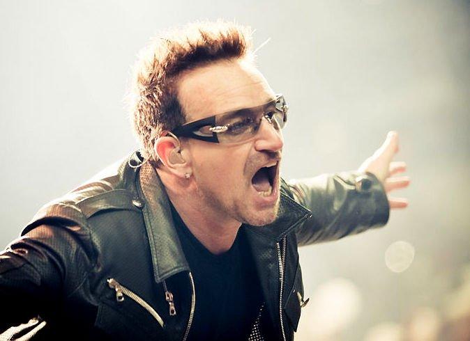 Лидер U2 Боно вовремя концерта осудил действия властей Польши