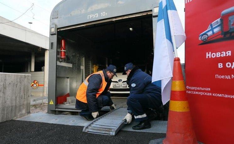 Вагон для транспортировки авто имотоциклов запустили для пассажиров поезда Москва-Ростов