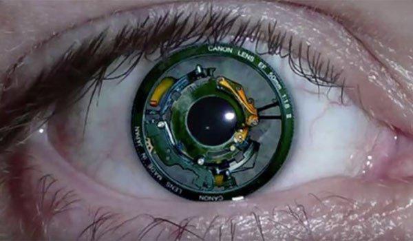 Российские медики впервые установили слепому пациенту бионический глаз