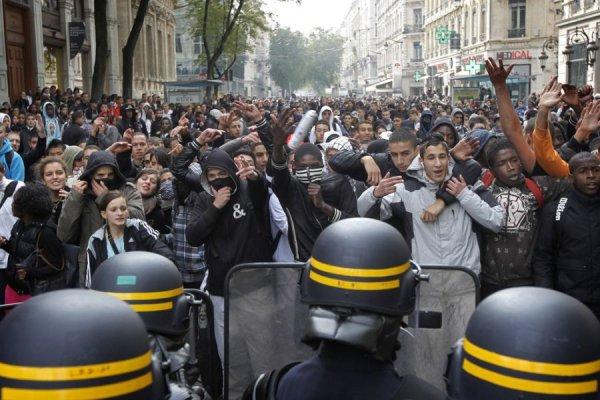 Во Франции прошел митинг против закона об усилении безопасности и борьбы с терроризмом