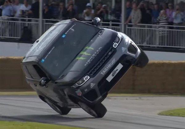 Range Rover Sport SVR научился ездить на двух колёсах
