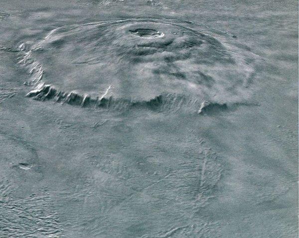 """NASA показала загадочный снимок """"Марсианского водопада"""""""