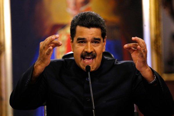 Сторонники Мадуро ранили депутатов парламента Венесуэлы