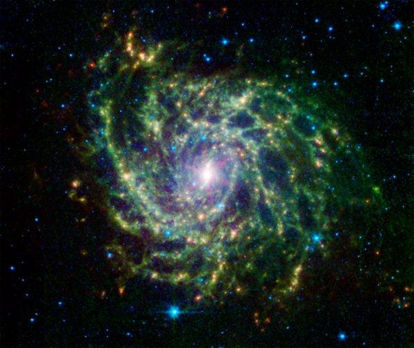 """Телескоп Hubble нашел """"спрятанную"""" галактику"""