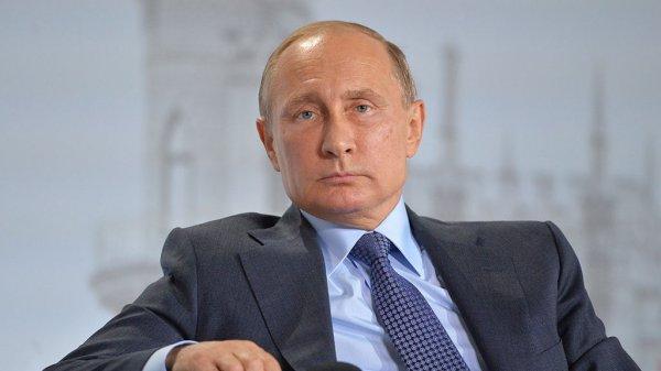 """Путин прилетел в Екатеринбург на выставку """"Иннопром-2017"""""""