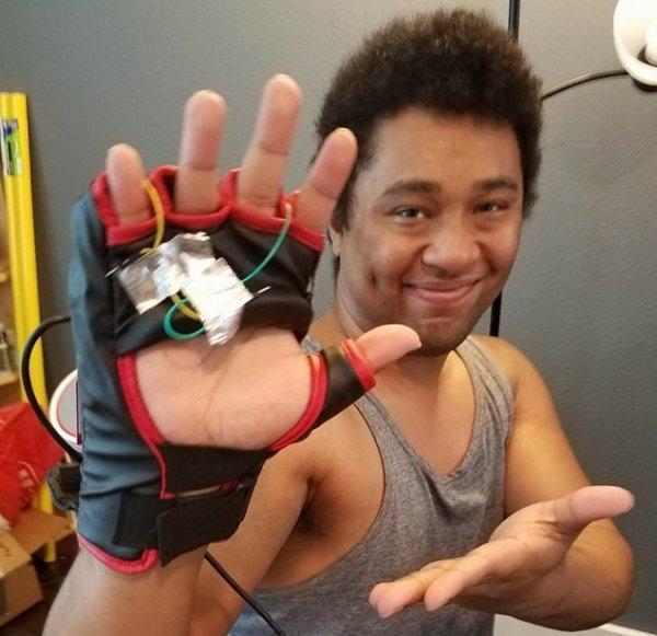 Геймер создал перчатку для управления Кулаком Смерти в Overwatch