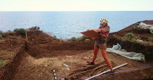 В Крыму обнаружили саркофаг со скелетом подростка-атлета