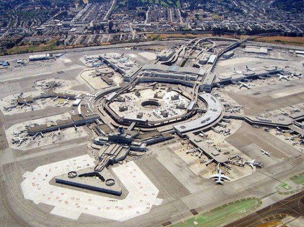 Пять лайнеров чудом не столкнулись в аэропорту Сан-Франциско