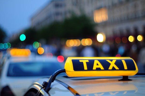 В Липецке водитель такси избил и ограбил пассажира
