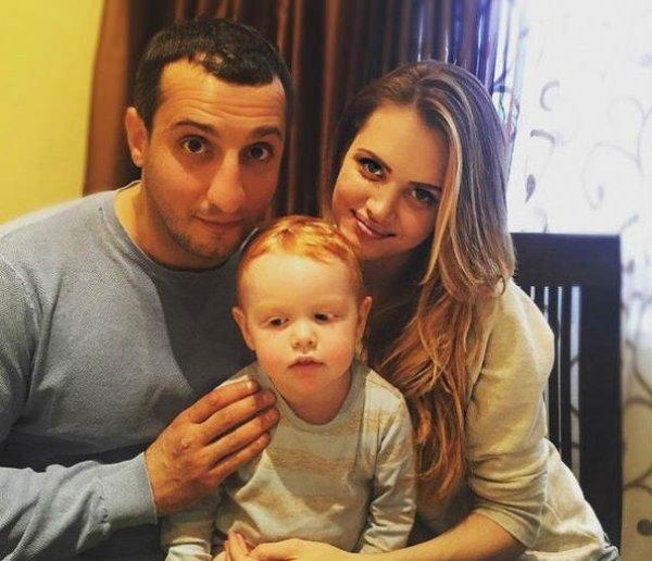 Актер «Универа» Арарат Кещян станет отцом во второй раз