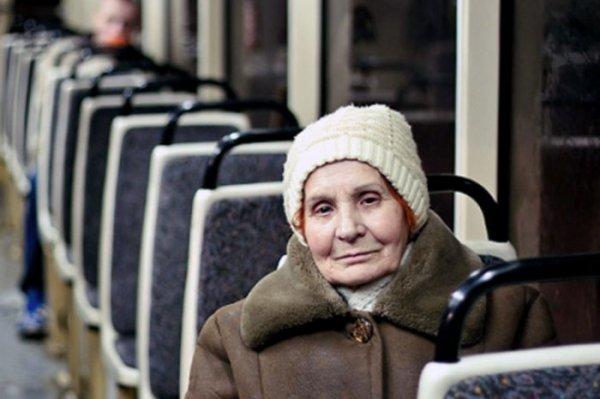 В Волгограде пенсионерка попала в больницу после падения в автобусе