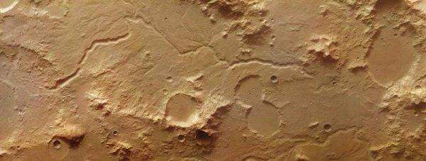 Ученые опубликовали фотографию русла реки на Марсе
