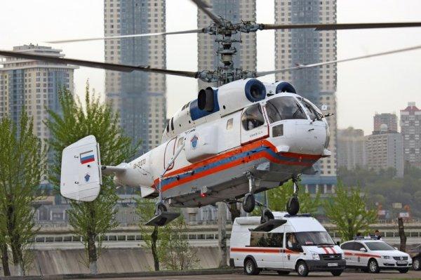Пострадавшего в ДТП в Москве ребенка эвакуирует вертолет