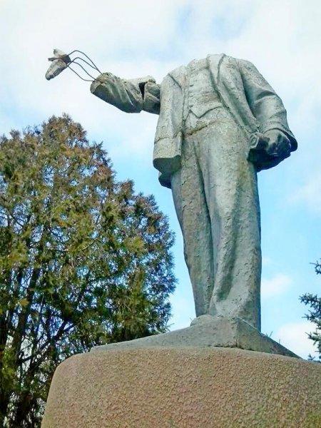 В Первоуральске задержали мужчину, который сломал голову памятнику Ленина