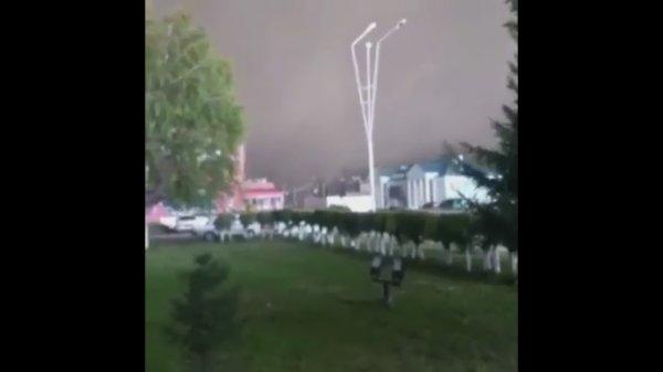 В Сети появилось видео со вчерашнего торнадо в Казахстане