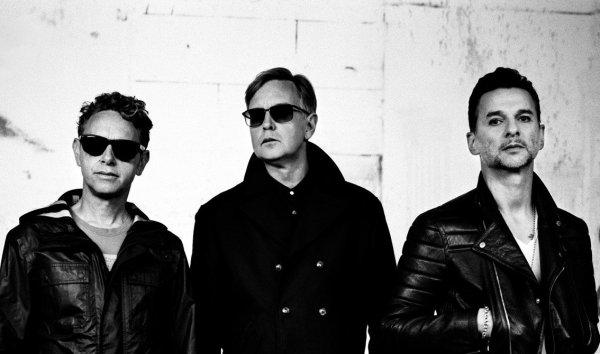 Солиста Depeche Mode выписали из больницы в Минке